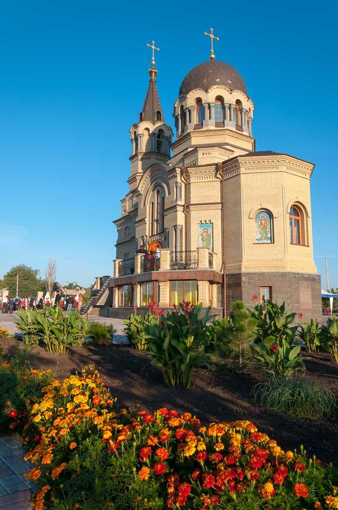 храм архистратига Михаила в Донецке